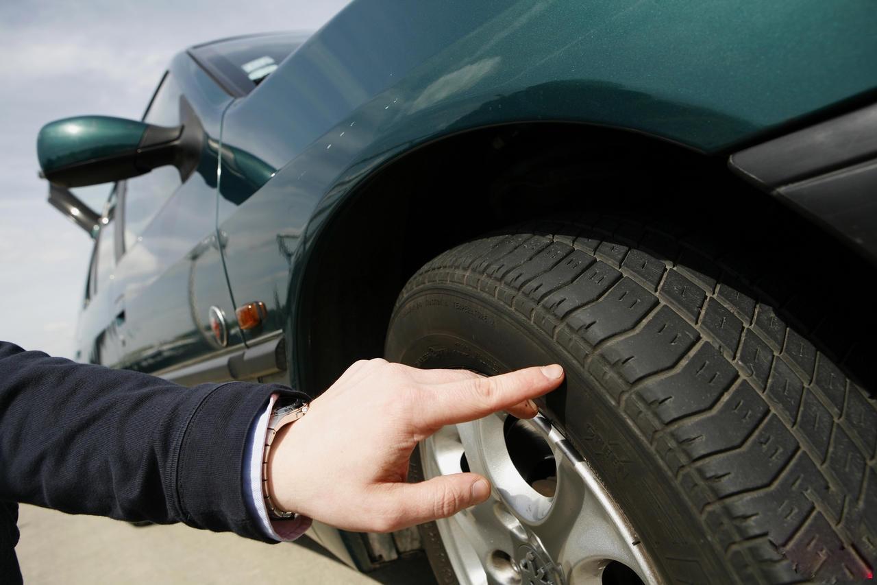 Départs en vacances : Comment contrôler efficacement l'état de ses pneus ?